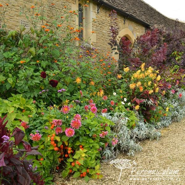 Podzimní překvapení – Great Chalfield Manor hlavní obrázek