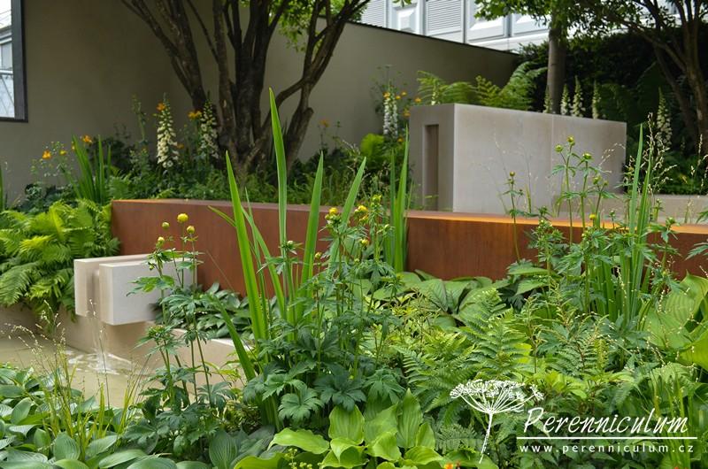Vestra Wealth's Garden of Mindful Living, zahradní architekt Paul Martin. Design této zahrady kombinuje hladký, slonovinově zbarvený kámen a rezavé kortenové prvky.