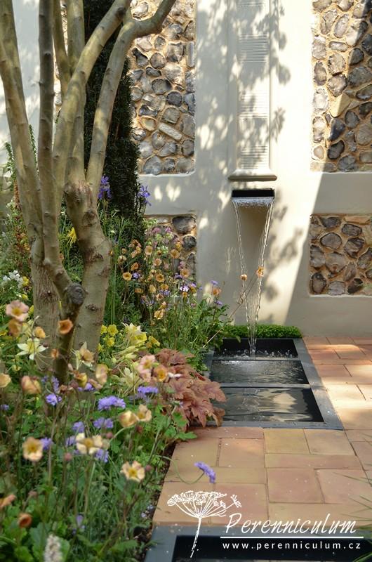 Kategorie Artisan Gardens, Pro Corda Trust – A Suffolk Retreat, zahradní architekt Frederic Whyte se inspiroval formalitou zahrad hnutí Arts & Crafts.