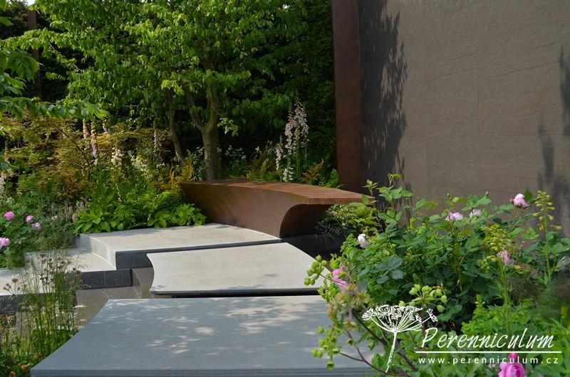 The Chelsea Barracks Garden, zahradní architektka Jo Thompson, která jako jediná žena získala ocenění zlatou medailí.